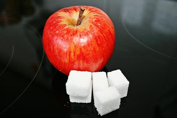 リンゴと角砂糖