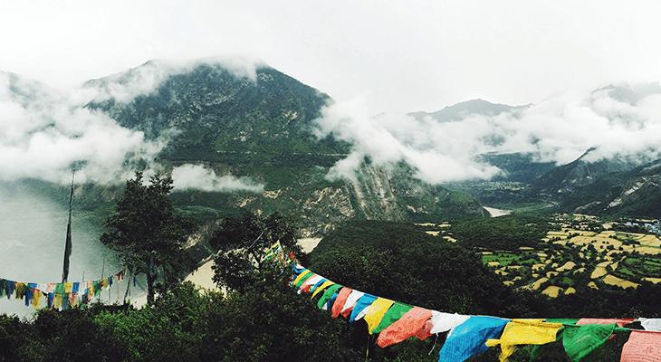 チベットの山岳地帯